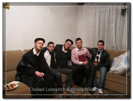 phoca_thumb_l_students_chanukah57732