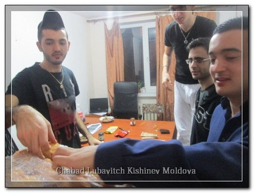 phoca_thumb_l_students_chanukah577340
