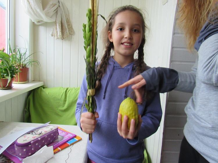 Shake a lulav - Chabad Moldova 5777 - 2016