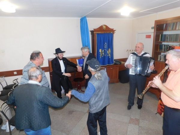 Еврейская общинаТирасполя приветствует известного кларнетиста из Израиля Ханан Бар Села.