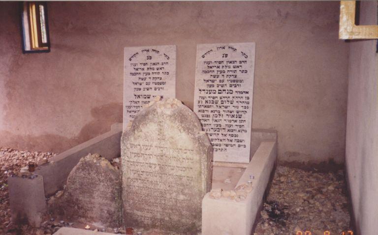 На фото: могила ребе МаАРаШ